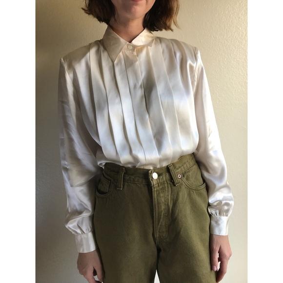 a8b7a9b01a5035 [vintage] pure silk pleated ivory blouse. M_5aae176d45b30cd42012295f